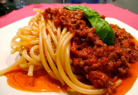 Спагетти с фаршем с соусом болоньезе